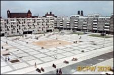 Stare Miasto, Plac Nowy Targ, osiedle Nowy Targ, po lewej budynek nr 15-21, po prawej 22-27, widok ogólny, Wrocław