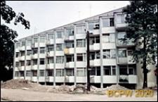 Ulica Jaworowa 40-40b, blok mieszkalny o zębatej linii elewacji, widok zewnętrzny, Wrocław
