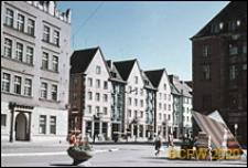 Stare Maisto, ulica Świdnicka, widok w kierunku kamienicy pod Złotą Koroną i budynków mieszkalnych z parterową zabudową pawilonową, Wrocław