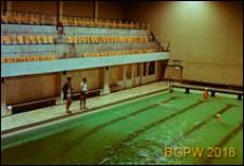 Dom Sportu WKKFiT, wnętrze krytej pływalni z trybunami, Zielona Góra