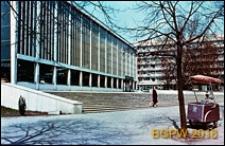 Supersam przy ulicy Puławskiej, widok od strony schodów, Warszawa