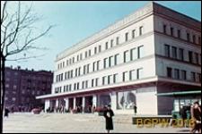 Powszechny Dom Towarowy Wola przy ulicy Młynarskiej 8/12 róg Alei Solidarności, widok zewnętrzny, Warszawa