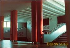 Kino Wars przy Rynku Nowego Miasta 5/7, hall z kolumnami i schodami, Warszawa