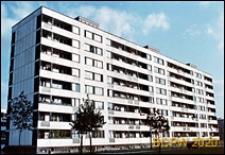 Osiedle mieszkaniowe Prototypów na Służewcu, ośmiokondygnacyjny długi blok mieszkalny, Warszawa