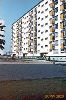 Osiedle mieszkaniowe Prototypów na Służewcu, ośmiokondygnacyjny blok mieszkalny, widok od strony podwórka, Warszawa