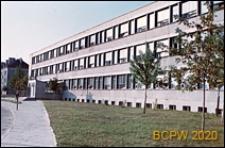 Osiedle mieszkaniowe Prototypów na Służewcu, budynek użyteczności publicznej, Warszawa
