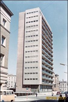 Ściana Wschodnia, wieżowiec z balkonami, Warszawa