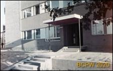 Osiedle mieszkaniowe Sady Żoliborskie, budynek mieszkalny, wejście do bloku, Warszawa