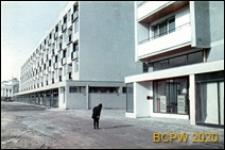 Osiedle mieszkaniowe, fragment zabudowy, widok w kierunku Teatru Wielkiego, Warszawa