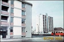 Osiedle mieszkaniowe przy placu Teatralnym, bloki przy ulicy, Warszawa