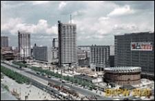 Ściana Wschodnia, widok z Pałacu Kultury i Nauki, strona od Rotundy PKO z reklamą MTK na budynku Universalu, Warszawa