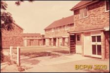 Fragment zabudowy mieszkaniowej od strony podwórza, Basildon, Anglia, Wielka Brytania