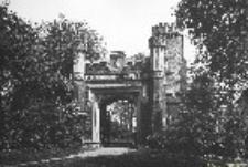 Park w Morysinie. Brama neogotycka