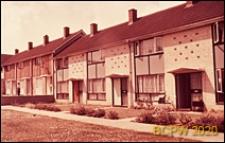 Domy szeregowe z wejściem od strony chodnika, Basildon, Anglia, Wielka Brytania
