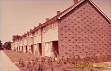 Domy szeregowe, widok od ściany bocznej, Basildon, Anglia, Wielka Brytania
