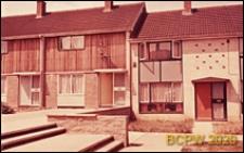 Fragment osiedla, dom szeregowy jednopiętrowy, Basildon, Anglia, Wielka Brytania