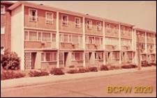Domy szeregowe trzykondygnacyjne, widok zewnętrzny od strony ulicy, Basildon, Anglia, Wielka Brytania
