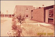 Szkoła podstawowa, widok zewnętrzny pawilonu klasowego, Basildon, Anglia, Wielka Brytania