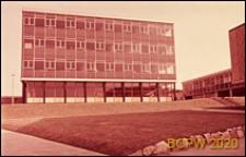 Ściana frontowa szkoły, Corby, Anglia, Wielka Brytania