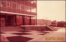 Szkoła, fragment elewacji, Corby, Anglia, Wielka Brytania