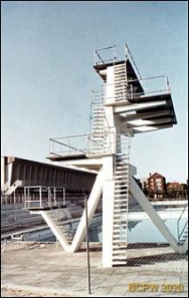 Osiedle mieszkaniowe Bellahøj, pływalnia otwarta, wieża do skoków, Kopenhaga, Dania
