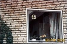 Podmiejskie osiedle mieszkaniowe, budynek mieszkalny, okno z wentylacją, Kopenhaga, Dania