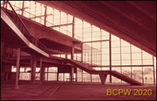 Centrum Nowych Technologii i Przemysłu CNIT, hala wystawowa, wnętrze, schody, Paryż, Francja