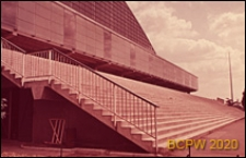 Centrum Nowych Technologii i Przemysłu CNIT, hala wystawowa, schody zewnętrzne prowadzące do wejścia, Paryż, Francja