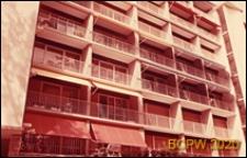 Osiedle mieszkaniowe Les Jonquilles, fragment elewacji budynku mieszkalnego, Paryż-Vaucresson, Francja