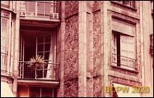 Budynek mieszkalny przy rue Franklin, fragment elewacji, okno, Paryż, Francja