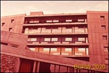 Miasteczko Uniwersyteckie, Dom Brazylijski, fragment elewacji frontowej gmachu głównego i budynku klubu, Paryż, Francja