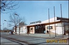 Dworzec PKP Warszawa Gdańska, widok ogólny wejścia od strony ulicy, Warszawa