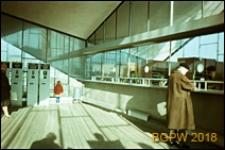 Dworzec PKP Ochota przy Alejach Jerozolimskich 58 naprzeciwko Placu Zawiszy, wnętrze z kasami biletowymi, Warszawa