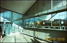 Dworzec PKP Ochota przy Alejach Jerozolimskich 58 naprzeciwko Placu Zawiszy, wnętrze z kasami biletowymi i biletomatami, Warszawa
