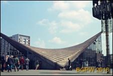 Dworzec PKP Ochota przy Alejach Jerozolimskich 58 naprzeciwko Placu Zawiszy, wejście na teren dworca, widok zewnętrzny, Warszawa