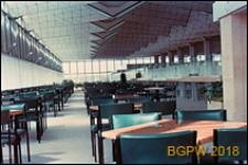 Międzynarodowy Port Lotniczy na Okęciu przy ulicy Żwirki i Wigury, wnętrze hali pasażerskiej, antresola, kawiarnia, Warszawa
