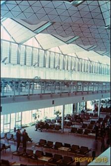 Międzynarodowy Port Lotniczy na Okęciu przy ulicy Żwirki i Wigury, wnętrze hali pasażerskiej, poczekalnia, Warszawa