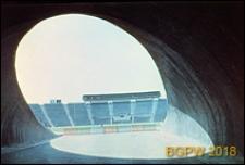 Stadion Dziesięciolecia, wejście na murawę pod trybunami, tunel eliptyczny, Warszawa