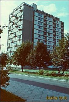 Ulica Puławska, wysoki budynek mieszkalny, Warszawa