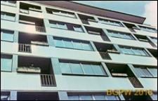 Budynek mieszkalny przy ulicy Wilczej, plomba, detal, fragment elewacji, Warszawa