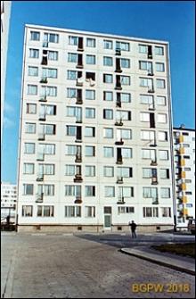Osiedle mieszkaniowe Prototypów na Służewcu, dziesięciopiętrowy budynek, Warszawa