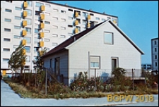 Domek jednorodzinny na osiedlu mieszkaniowym Prototypów na Służewcu, Warszawa