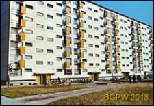 Osiedle mieszkaniowe Prototypów na Służewcu, długi, siedmiopiętrowy budynek mieszkalny, Warszawa