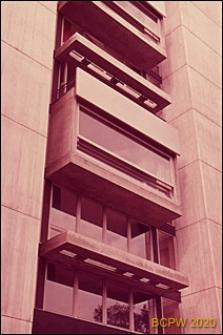 Wieżowiec mieszkalny sióstr Szpitala Kantonalnego, detal elewacji budynku, okna, Zurych, Szwajcaria