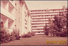 Osiedle mieszkaniowe Hirzenbach, budynki mieszkalne, widok od strony skweru, Zurych, Szwajcaria