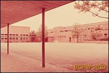Szkoła, widok z podcieni na budynek szkolny oraz dziedziniec wewnętrzny, Zurych, Szwajcaria