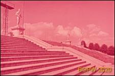 Stadion im. S. M. Kirova, fragment schodów wejściowych ozdobionych rzeźbami plenerowymi, Sankt Petersburg, Rosja