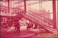 """Kino """"Rossiâ"""", wnętrze, schody prowadzące na antresolę, Moskwa, Rosja"""