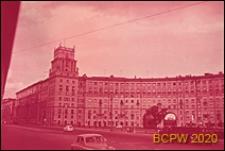Plac Gagarina przylegający do Alei Lenina, budynek mieszkalny ośmiokondygnacyjny z wieżą, elewacja frontowa, Moskwa, Rosja