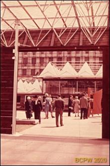 VI Kongres UIA, wejście do pawilonu wystawowego, widok z wnętrza, Londyn, Wielka Brytania